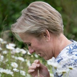 Cecilia Svensson med grässtrå